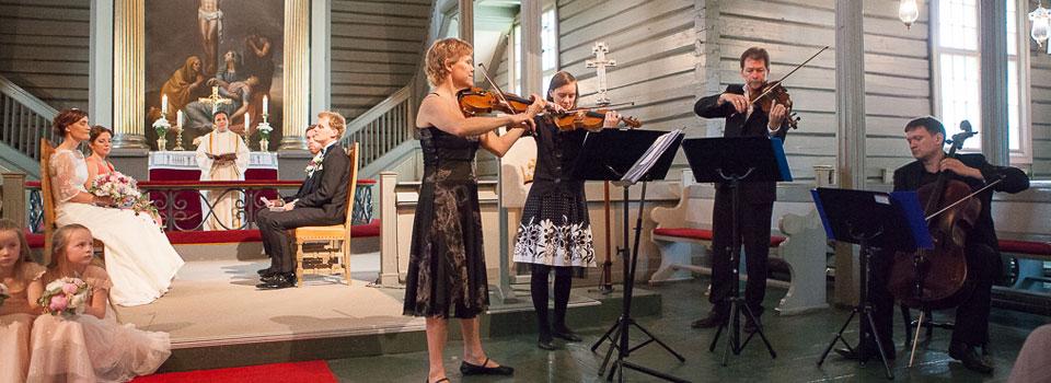Fiolin og kammermusikk gjør prikken over i-en i bryllupet.