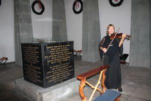 Fiolinspill i begravelse