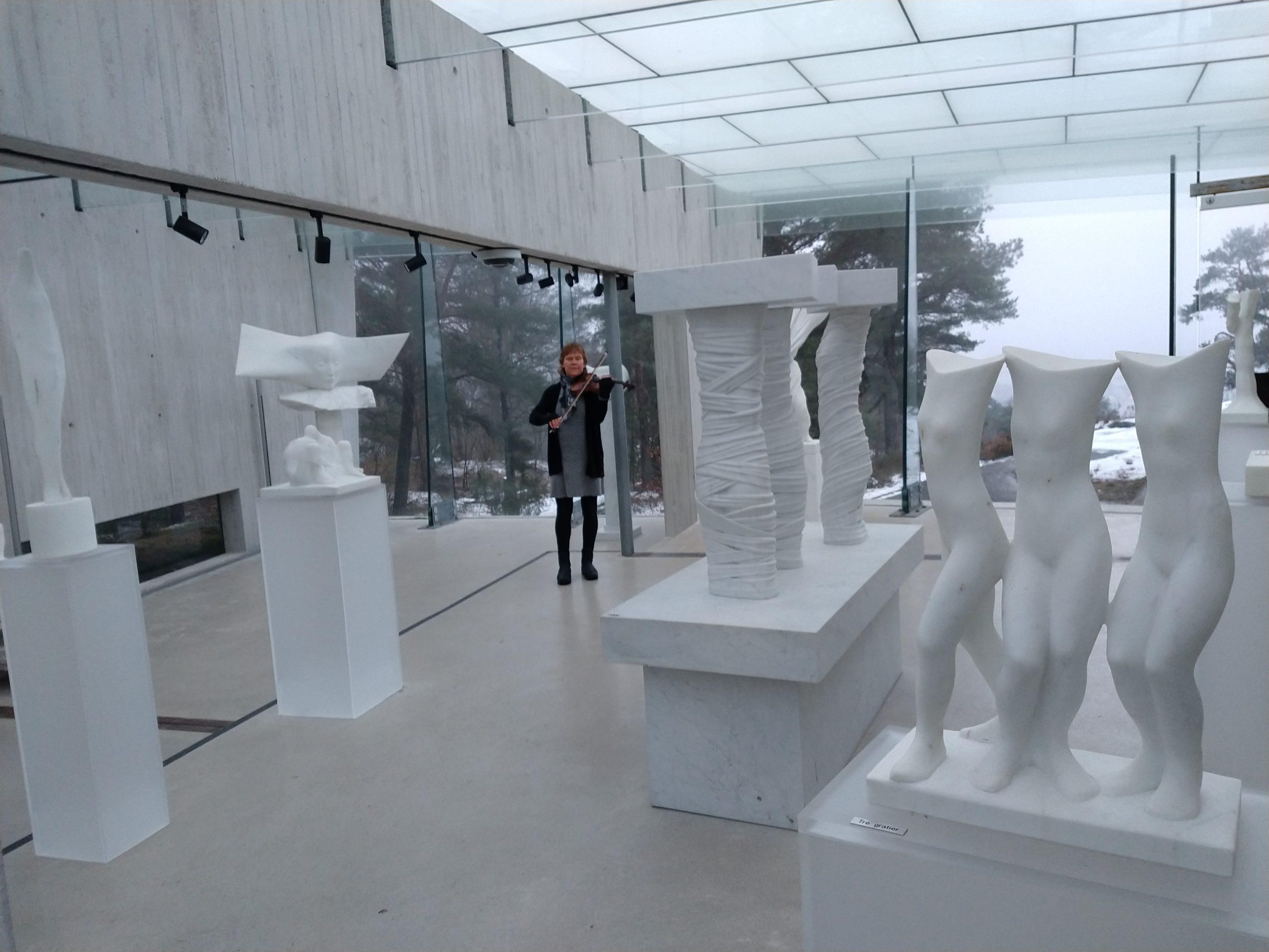 Fiolin i Midtåsen skulpturpark