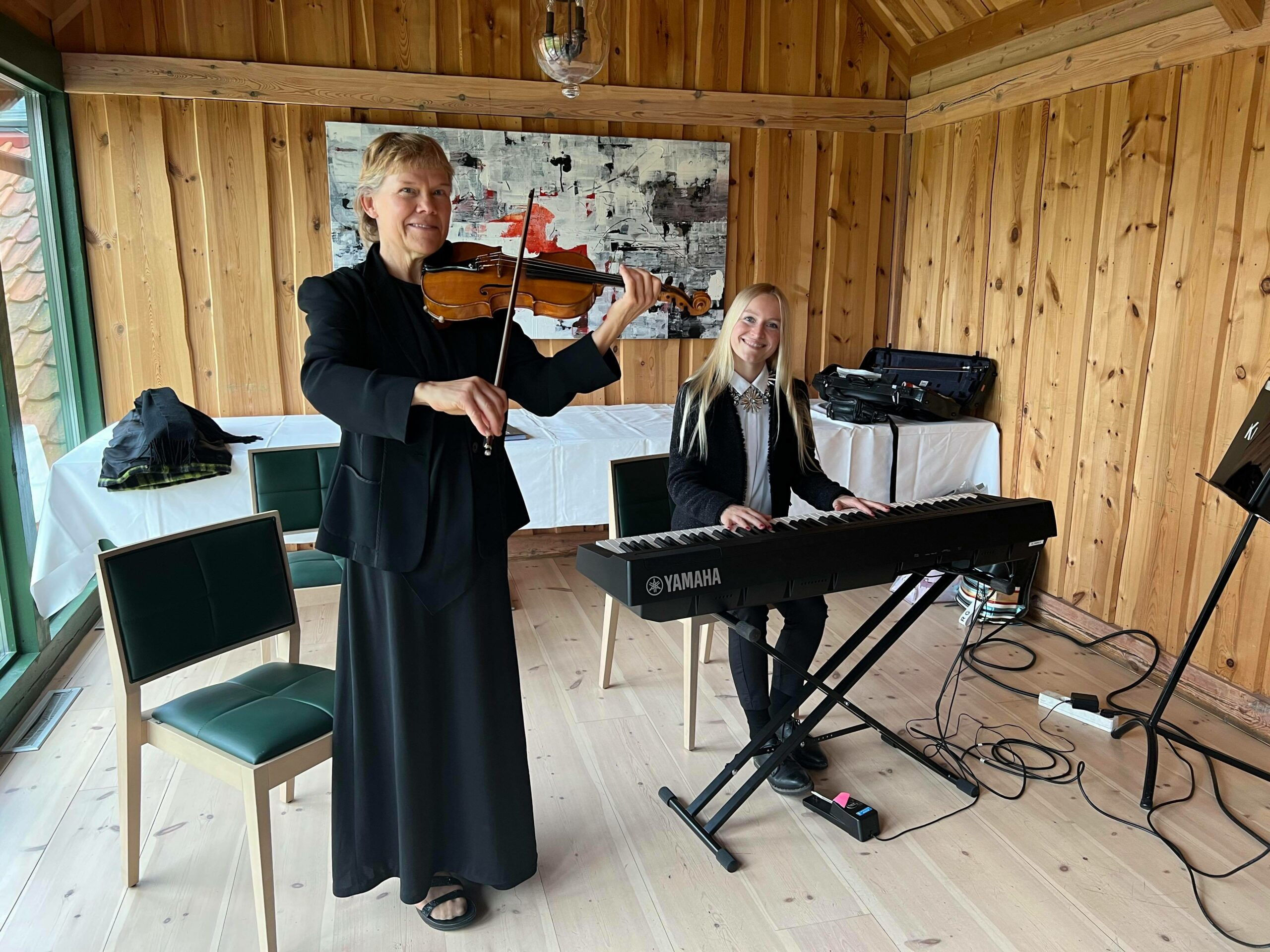 Anastasiya og Tone spiller i bryllup og til julebord og fest!
